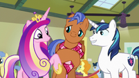 Princess Cadance taps Spearhead's hoof S7E3
