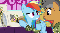 Rainbow Dash weirded out by pillows S6E13