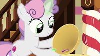 Sweetie Belle with a bowl of sprinkles S8E12