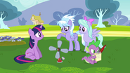 640px-Cloudchaser asking Twilight about the machine S2E22