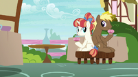 Coco Crusoe and Rainbow Stars hold their muffins S7E15
