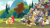 Goldie Delicious making a grand entrance S7E13
