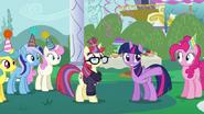 S05E12 Twilight pokazuje Moondancer ile ma przyjaciół