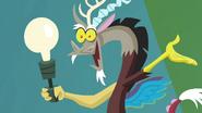 S04E22 Lampa w kształcie Discorda