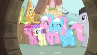 Spa ponies happy S4E14