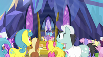 Twilight Sparkle yelling loudly at the ponies S7E14