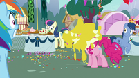 Pie in the sky falls on Pinkie Pie's face S7E23