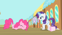 Pinkie Pie closes her eyes S4E08