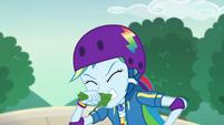 Rainbow Dash bites down on lettuce EGDS32