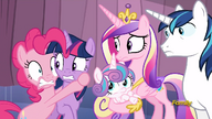 S06E02 Przerażona Pinkie trzyma się Twilight