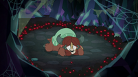 Spindle approaching Yona alone S8E22