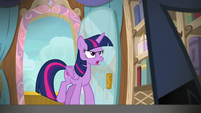 Twilight Sparkle approaches the cruise director S7E22