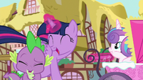"""Twilight yells """"best aunt ever!"""" in Spike's ears S7E3"""