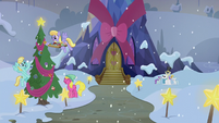 Ponies decorating the exterior of the Castle of Friendship S06E08