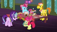 S06E08 Starlight daje Apple Bloom babeczkę