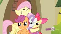 Fluttershy hugs the CMC S2E23
