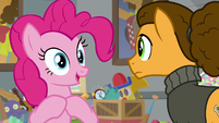 Pinkie volunteers for Cheese's jokes S9E14