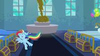 Rainbow Dash full of energy S6E7