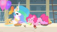 S01E22 Pinkie zjada babeczkę Celestii