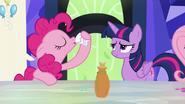 S05E22 Pinkie wypija miksturę