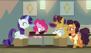 S06E12 Rarity, Pinkie Pie i tata Saffron Masali jedzą zupę