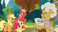 S07E13 Goldie Delicious czyta historię dwóch rodzin i ich wzajemnej rywalizacji