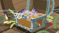 Treasure chest with bits and goblets S6E22