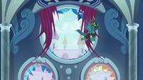 Chrysalis entering Canterlot throne room S9E24