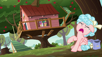 Cozy Glow crying near the CMC clubhouse S8E12