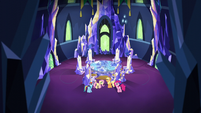 Main 4 in empty throne room S5E3