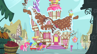 Pinkie Pie and CMC arriving at Sugarcube Corner S1E23