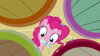 Pinkie Pie sprinkling cupcakes S6E15