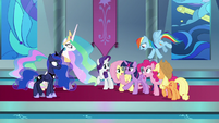 Twilight's friends catch her -probably- S9E2