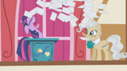 201px-Twilight gives up S1E04