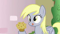 Derpy holding a muffin S7E15