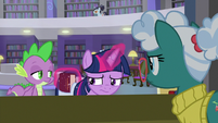 Twilight puts book back in her saddlebag S9E5
