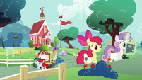 Foals leaving the Schoolhouse S6E14