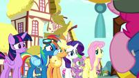 Rainbow Dash backs away from Pinkie S8E18