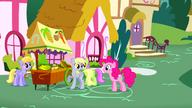 S01E05 Pinkie rozmawia z Derpy, która nie ma zeza!