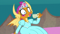 Smolder sees her friends staring at her S9E3