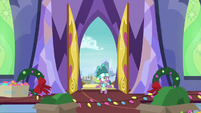 Hearth's Warming wreaths fall off the walls MLPBGE
