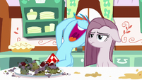 Rainbow laughing over the bad cupcakes S8E18