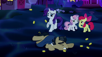 Rarity and Crusaders shocked; Filthy Rich falls S5E13
