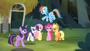 S04E04 Rainbow leci pomóc
