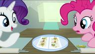 S06E12 Pinkie Pie i Rarity przyglądają się jedzeniu