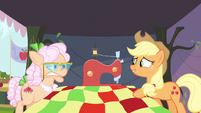 Applejack be exciting S3E8