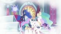 Princess Luna teleporting the crown S9E4