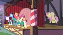 S04E14 Fluttershy śpiewa za sceną