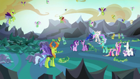 Twilight Sparkle looking at her surroundings S6E26