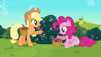 Applejack 'made sweets of crystal berries' S3E1